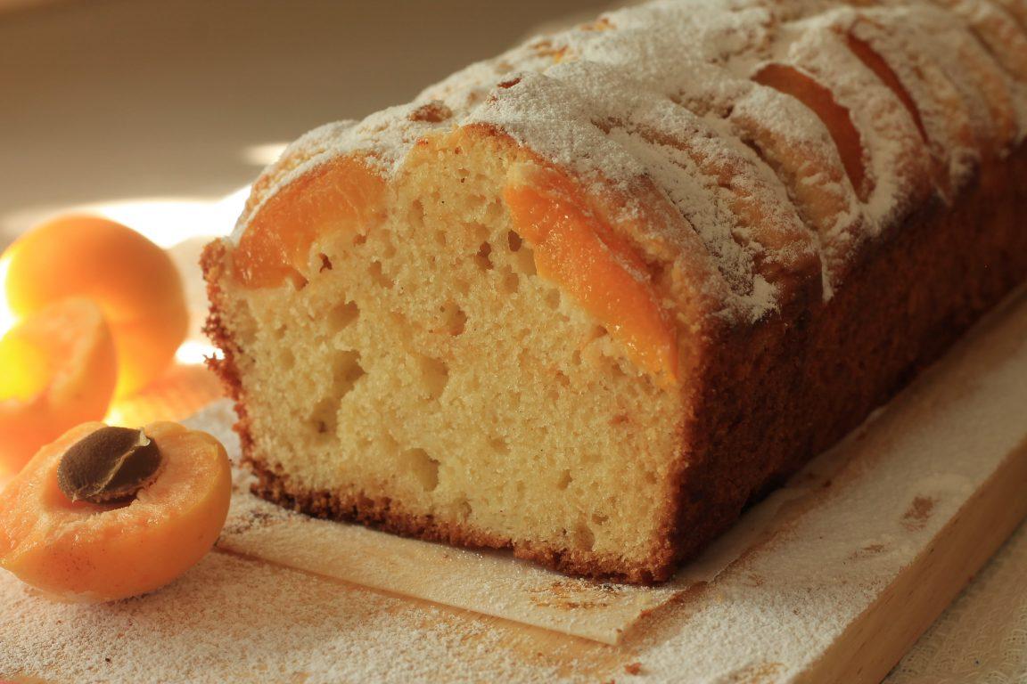 עוגת משמשים וריבה זריזה