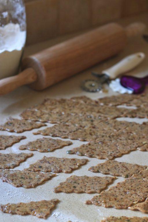 קרקרים מקמח כוסמין מלא, גרעינים וזרעים