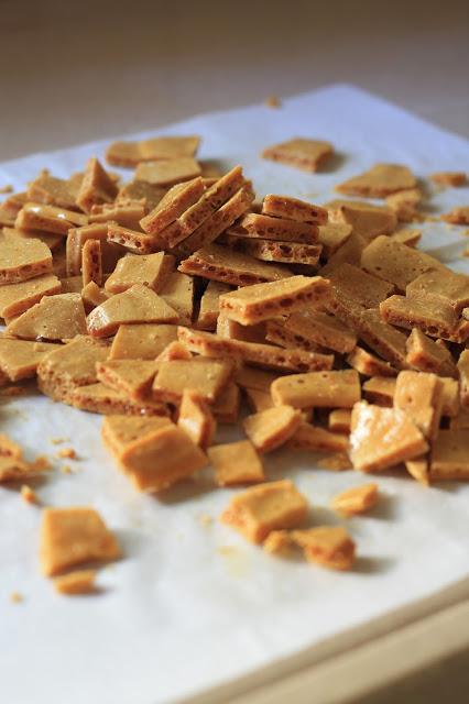שברי חלת דבש בשוקולד וקקאו
