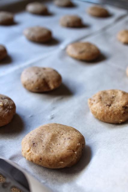 עוגיות ערמונים ושוקולד מריר