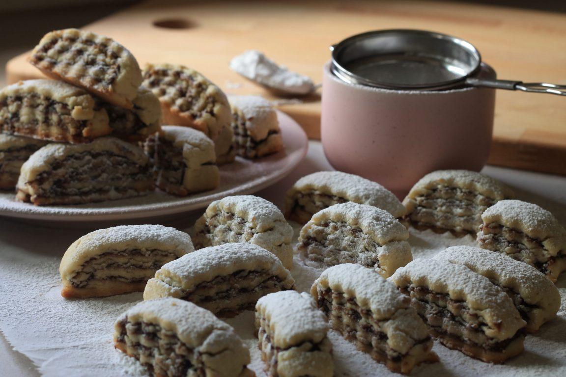 עוגיות תמרים ואגוזי מלך
