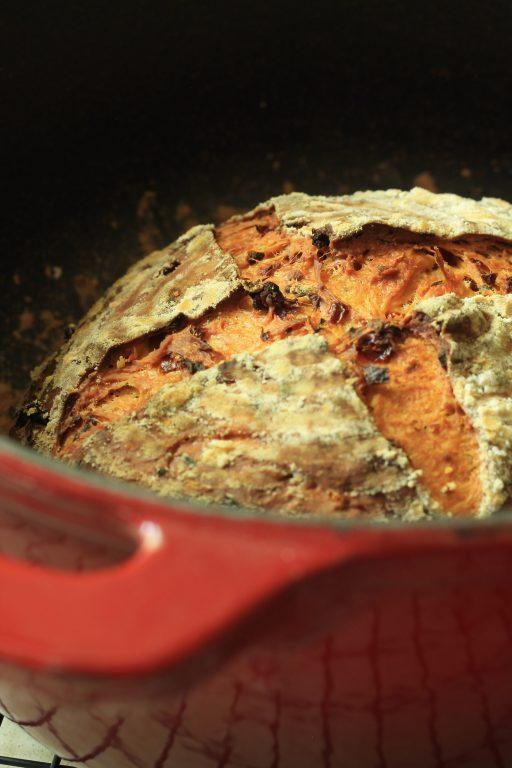 לחם עגבניות מיובשות ואורגנו