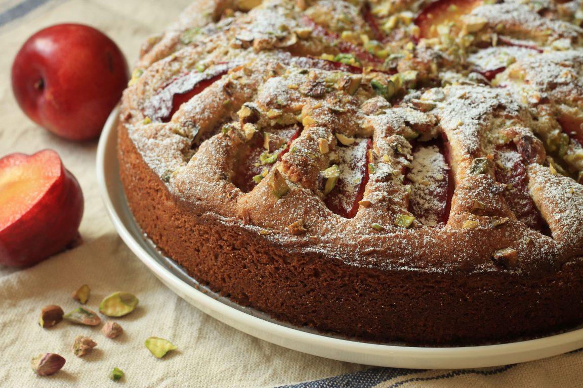 עוגת שזיפים ופיסטוקים