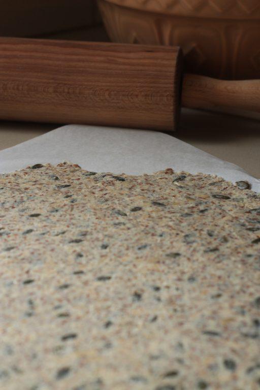 קרקרים עם זרעים וגרעינים