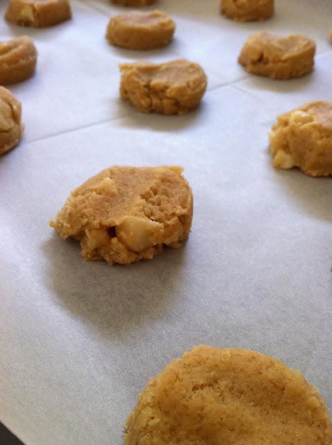 עוגיות מקדמיה - שוקולד לבן