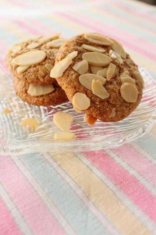 עוגיות שקדים, לימון ושוקולד לבן לפסח