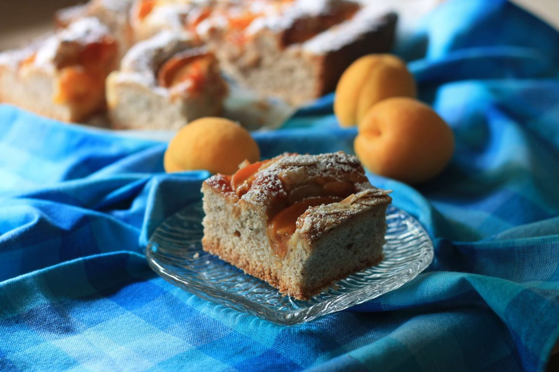 עוגת משמשים ושקדים