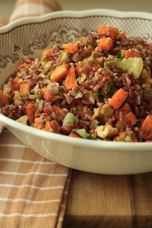 אורז אדום עם בטטות ואגוזים