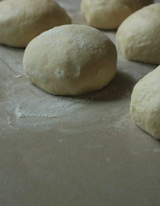 לחם פרנה עם זעתר ושום
