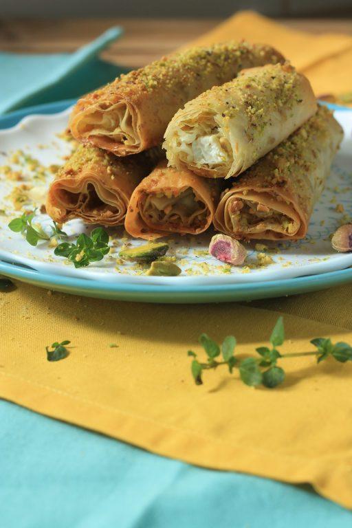 גלילי פילו במלית גבינה ופיסטוקים