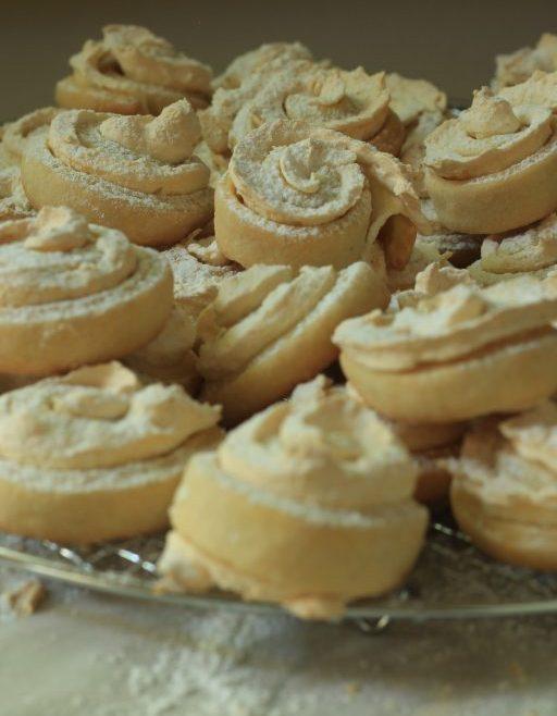 עוגיות שושנים וקצף ווניל