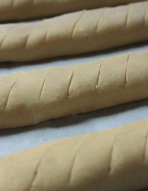 עוגיות סולת מגולגלות במילוי ריבה או שוקולד